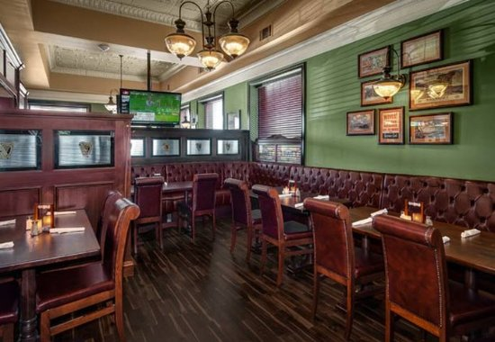 Plainville, Коннектикут: Waxy O'Connor's Restaurant – Dining Area