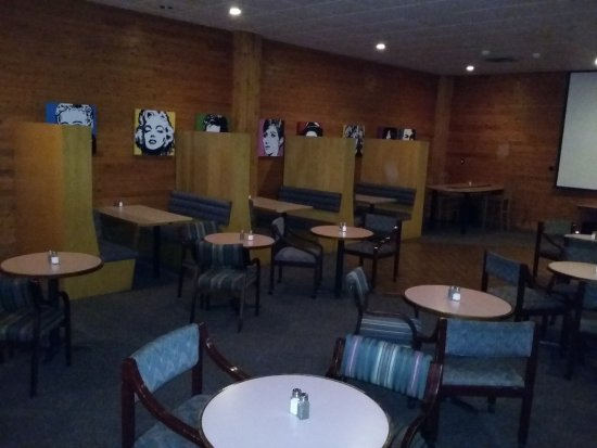 Escanaba, MI: Season's Lounge