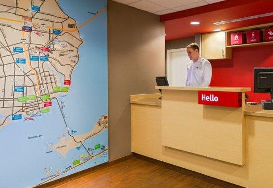 TownePlace Suites Pensacola: Front Desk