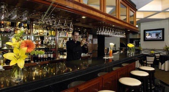 Aspen Towers Hotel: Bar/Lounge