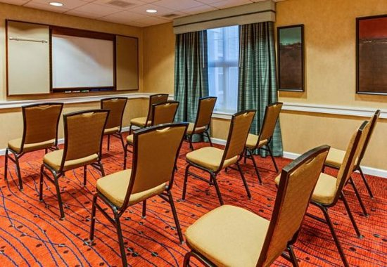 Hazleton, PA: Meeting Room – Theater Setup