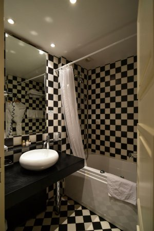 Salle de bain  la décoration moderne et lumineuse de Grand