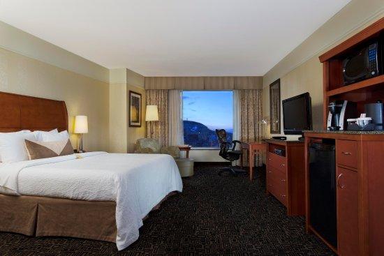Hilton Garden Inn Montreal Centre-ville: King Bed Evolution Room