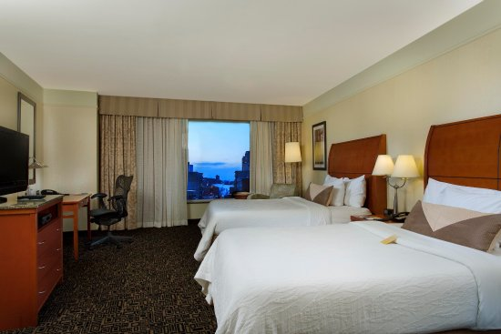 Hilton Garden Inn Montreal Centre-ville: 2 Queen Beds Evolution Room