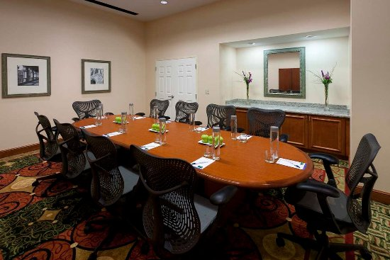Lake Forest, IL: Spacious Boardroom