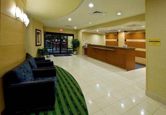 SpringHill Suites Columbus: Front Desk