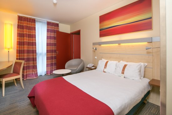 Holiday Inn Express Saint Nazaire: Double Bed Guest Room Standard and Comfortable