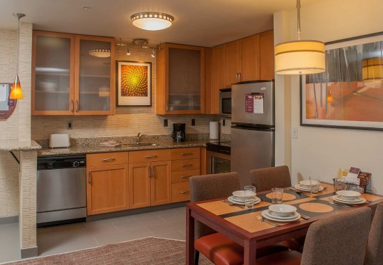 West Greenwich, Род Айленд: Two-Bedroom Suite Kitchen
