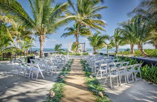 Las Terrazas Resort: Ceremony setting in wedding garden