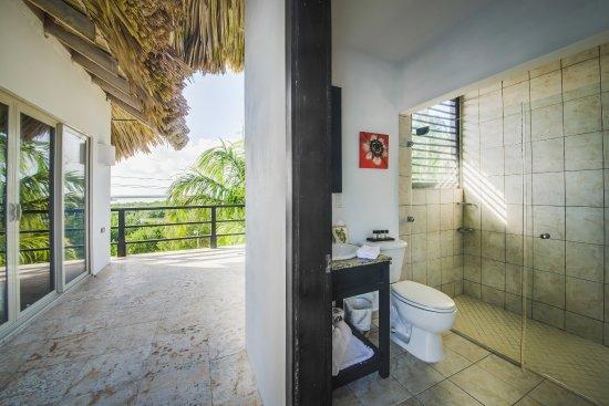 Las Terrazas Resort: Sunset View Master Bath