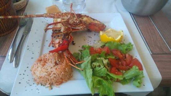 Centuri, فرنسا: Une demi-langouste grillée pour déjeuner cela suffit