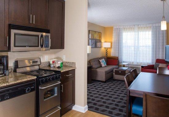 Hanover, MD: Suite Kitchen