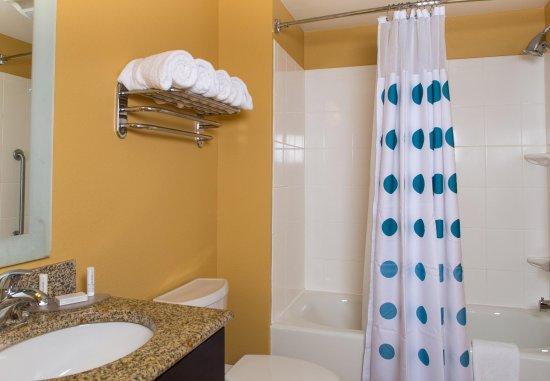 Hanover, MD: Suite Bathroom