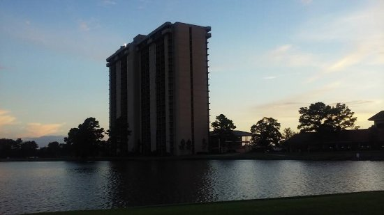 Montgomery, TX: Great evening walk around the lake