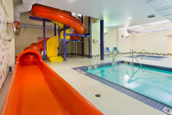 Courtenay, Canadá: Swimming Pool with water slides