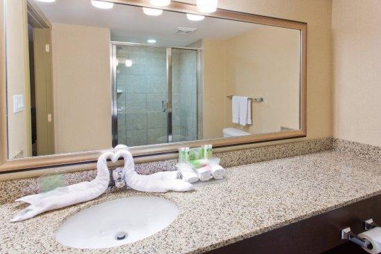 Courtenay, Kanada: Suite Guest Bathroom vanity