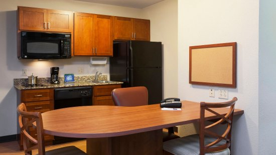 West Reading, PA: Large dining table/work station in all King Suites