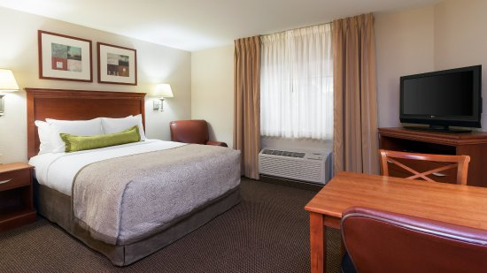 West Reading, PA: One Queen Bed Suite