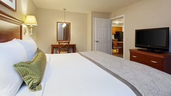 Candlewood Suites Reading: King Bed Suite, Separate living room and kitchen area