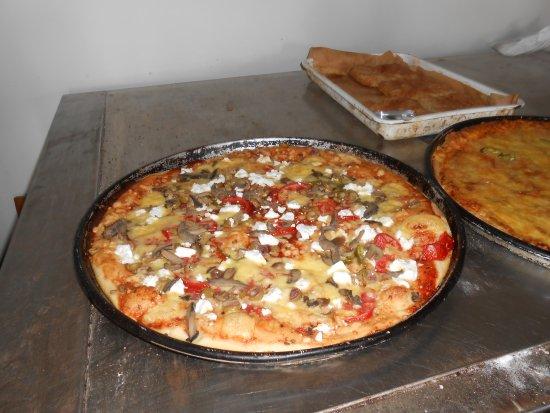 Gavdos, Grecia: πίτσα σπέσιαλ  χωριάτικη