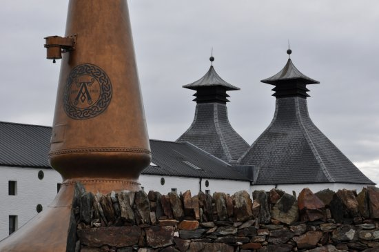 Порт-Эллен, UK: Ardbeg seen from outside.. no photo inside WAAHHH go to other distilleries if you wish to take p