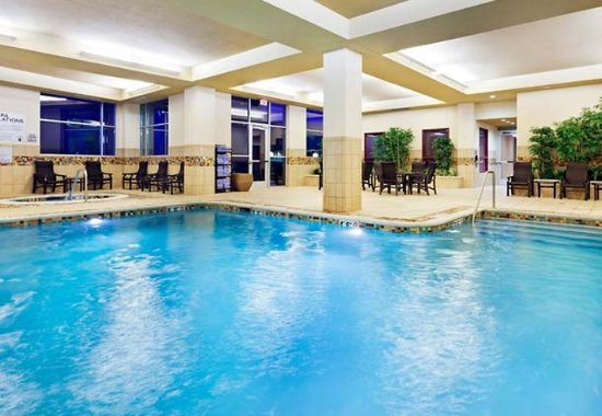 La Vista, NE: Indoor Pool