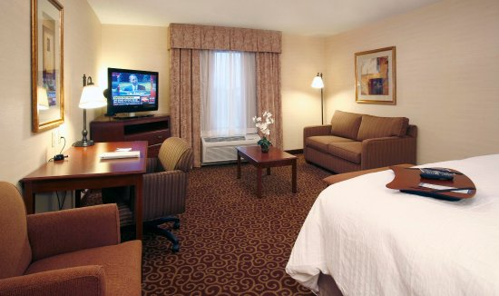 Enfield, CT: Extended King Room