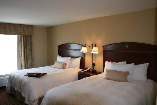Elkhorn, Висконсин: Two Queen Beds