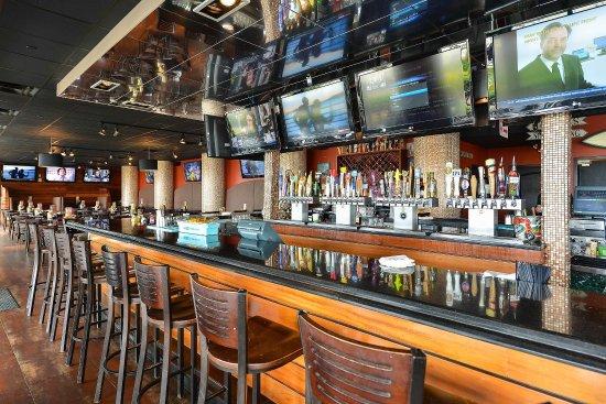 Hampton Inn Virginia Beach-Oceanfront South: 11st Street Taphouse Restaurant
