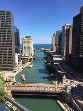 The Chicago River looking out toward Lake Michigan.