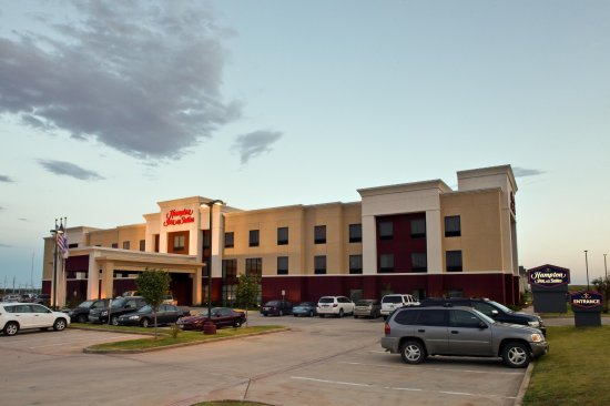 Childress, TX: Front Entrance of Hotel