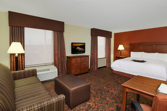 Hampton Inn and Suites Exmore King suite