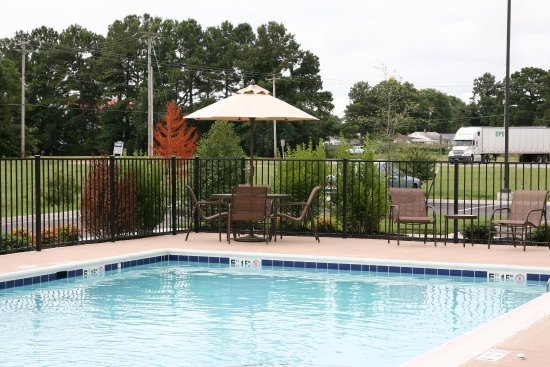 Hampton Inn & Suites Exmore - Eastern Shore: Outdoor Seasonal Pool