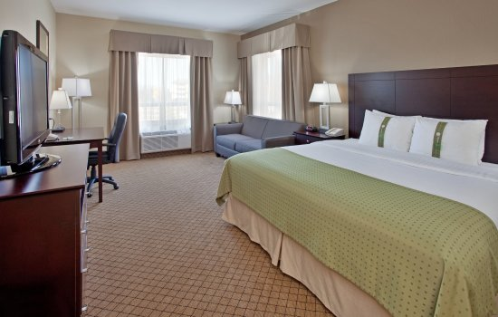 Holiday Inn Suites Kamloops: King Bed GuestRoom with Sofa Bed, Mini Fridge & Microwave