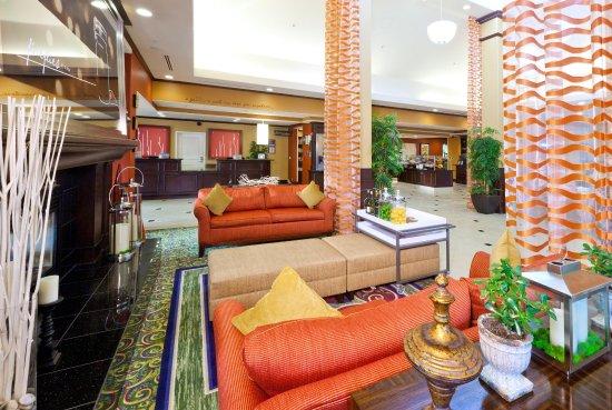 Fontana, CA: Lobby