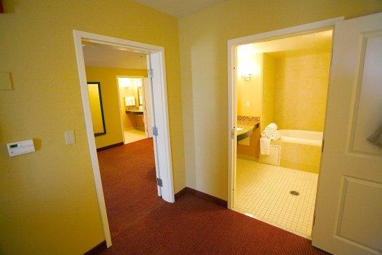 Fontana, CA: One Bedroom King Suite