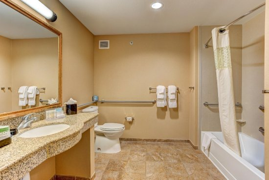 Rifle, CO: King Bathroom Accessible