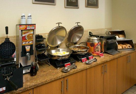 Lexington Park, Maryland: Breakfast Buffet Area