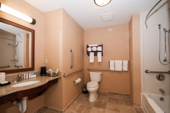 Hampton Inn & Suites Rochester - North: King Mobility Accessible Bathroom with Tub