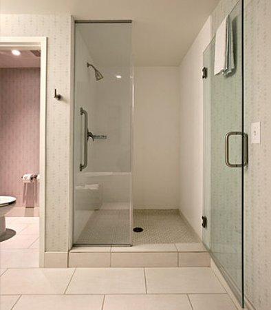 Athens, GA: Presidential Suite Bathroom
