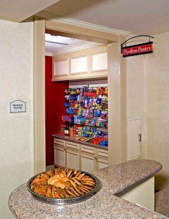 Hilton Garden Inn Las Cruces: Pavillian Pantry