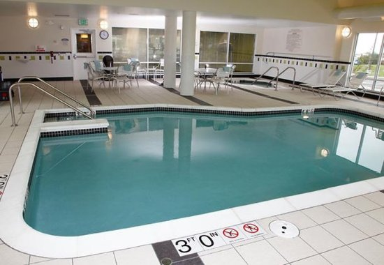 Fairfield Inn & Suites Madison East: Indoor Pool
