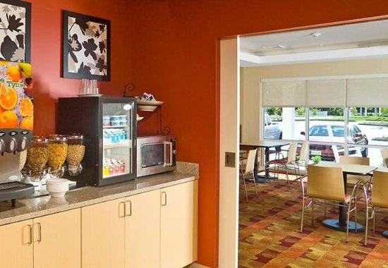 Gilford, Nueva Hampshire: Breakfast Bar