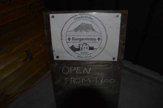 Grundarfjorour, Islandia: Schild am Eingang