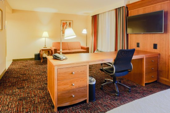 Tomball, TX: King Suite Work Desk