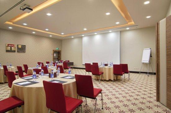 Hilton Garden Inn Riyadh Olaya: Sahara Meeting Room