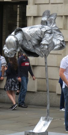 Defying The Law Of Gravity Bild Von Covent Garden London