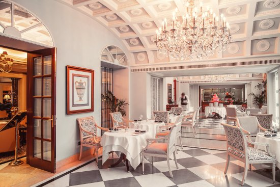 InterContinental Kiev: French Restaurant Comme II Faut