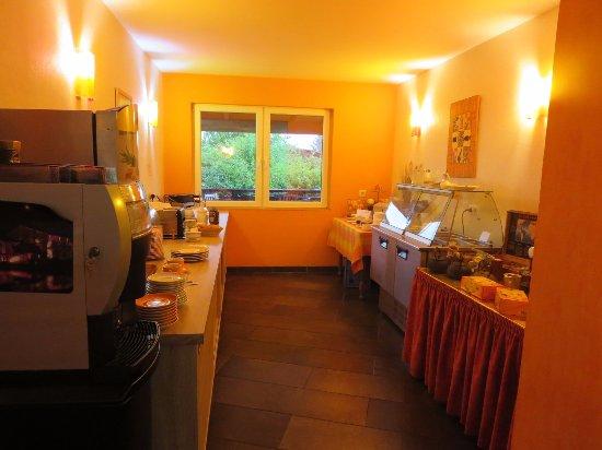 Saint-Pierremont, France : Buffet du petit-déjeuner