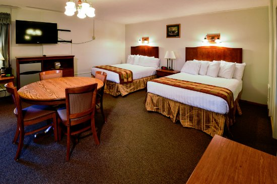 Blackwater Falls State Park Lodge: Two Queen Suite